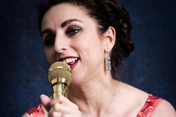 joanna-lee-singer-600x400-1