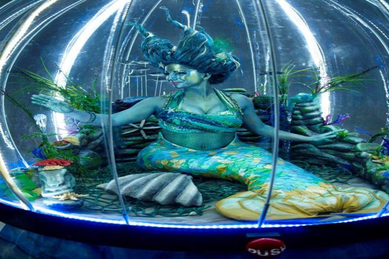 Living Under The Sea Globe
